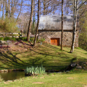 Bassin, jardin et grange