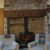 Coin cheminée dans la pièce à vivre - étage principal